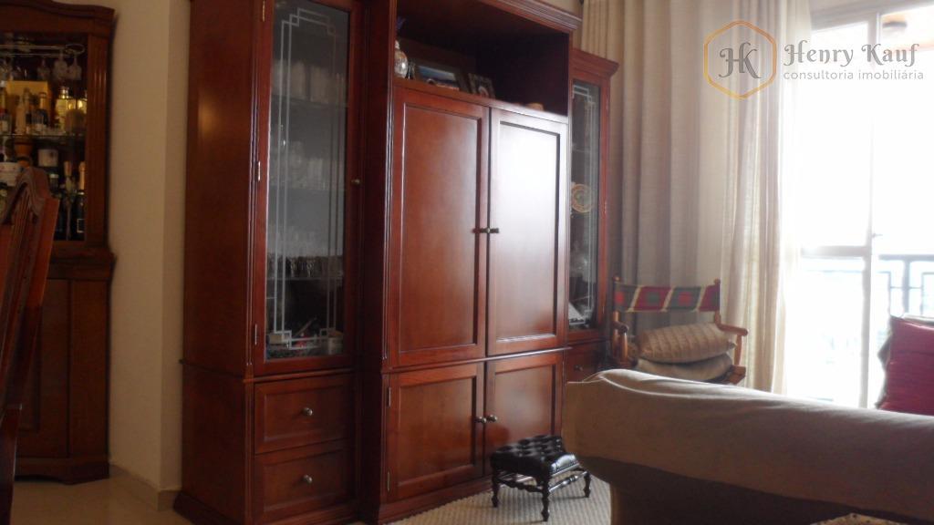 Apartamento em andar alto, face norte e distante apenas 1.100m do Shopping  Anália Franco, Água Rasa, São Paulo.
