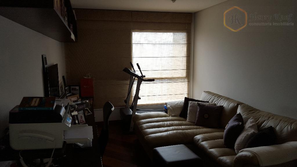 amplo apartamento com 160m² de área privativa, distribuídos em 3 dormitórios (1 suíte), escritório, sala em...