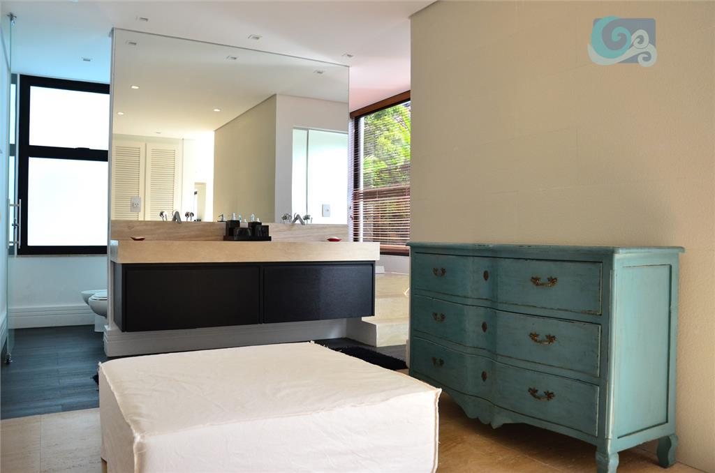 casa no condomínio jardim acapulco, na praia de pernambuco - guarujá. mobiliada, 8 suítes, sendo uma...