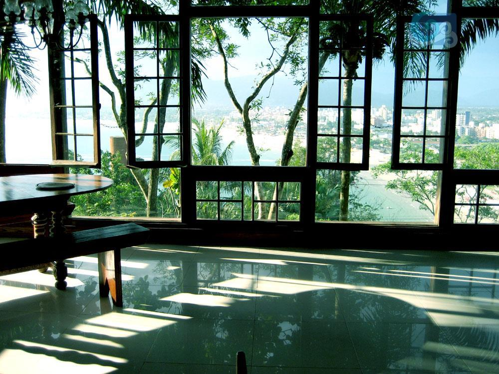casa no condomínio península , praia da enseada - guarujá. imóvel construído em uma área de...