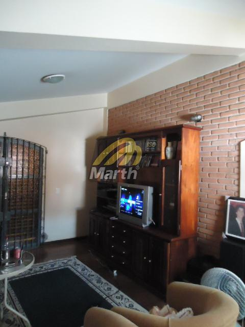 casa contendo 278m² de terreno, sendo 236 de área construída, com ampla sala 2 ambientes, mezanino,...