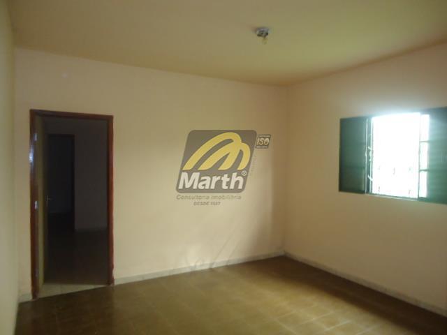 casa com 3 dormitórios, sala, banheiro, cozinha, lavanderia, quintal pequeno, 2 vagas de garagem - aceita...