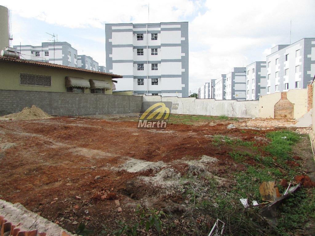 localização privilegiada, próximo ao centro comercial do jardim elite. 2 lotes juntos medindo 250,00 m2 cada,...