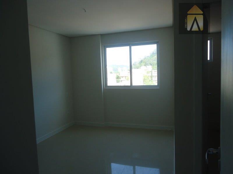 cozinha intergrada com sala e sacada gourmetamplo livingmedidos ind.água, luz e luz.piso porcelanato em todos os...