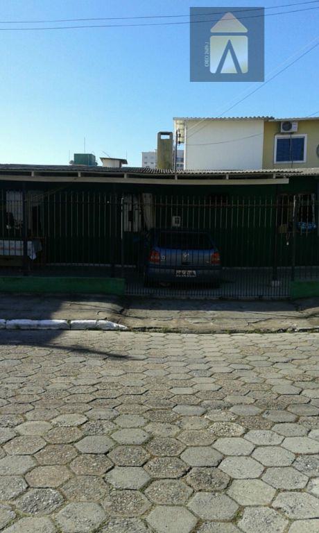 Casa residencial à venda, São João, Itajaí - CA0204.