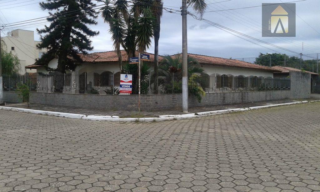 casa de alvenaria com 330,00 m² de área construída e com 1.600 m²ótima localização - esquina...