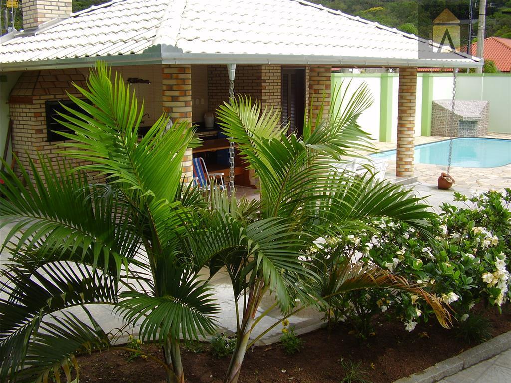 casa com 01 suite com sacada, 02 dormitórios, banheiro social, sala, lavabo, copa, cozinha,área de serviço,depósito,garagem...