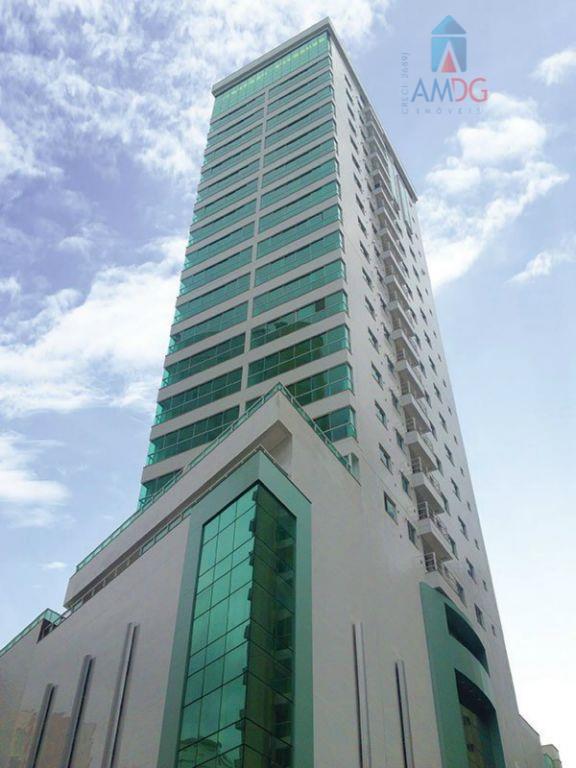 Apartamento residencial à venda, Pioneiros, Balneário Camboriú - AP0684.