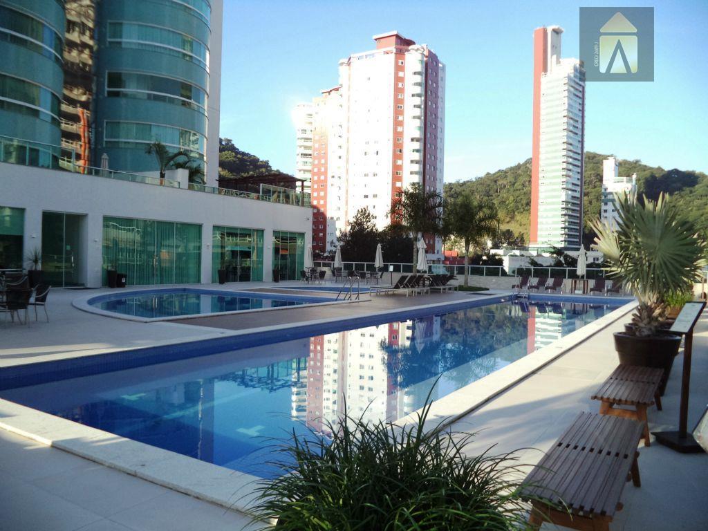 Apartamento residencial à venda, Pioneiros, Balneário Camboriú - AP0697.