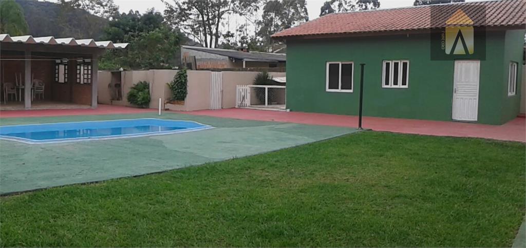 03 suíte, lavabo,sala,copa,cozinha,área de serviço,garagem.edicula com churrasqueira e piscinaótima localização.