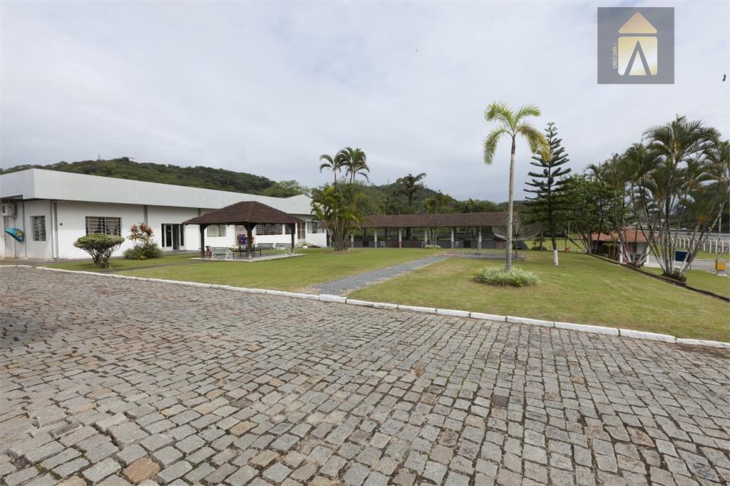 área com 24.450,17 m² com 5.000 m² de construção de barracão na br 101- principal acesso...