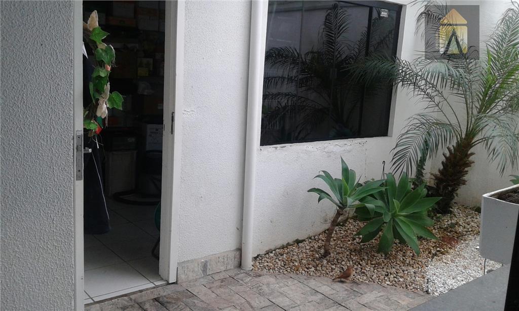 casa com 01 suíte, 03 dormitórios,lavabo, sala,copa,cozinha, área de serviço, garagem para 03 carros. piscina com...