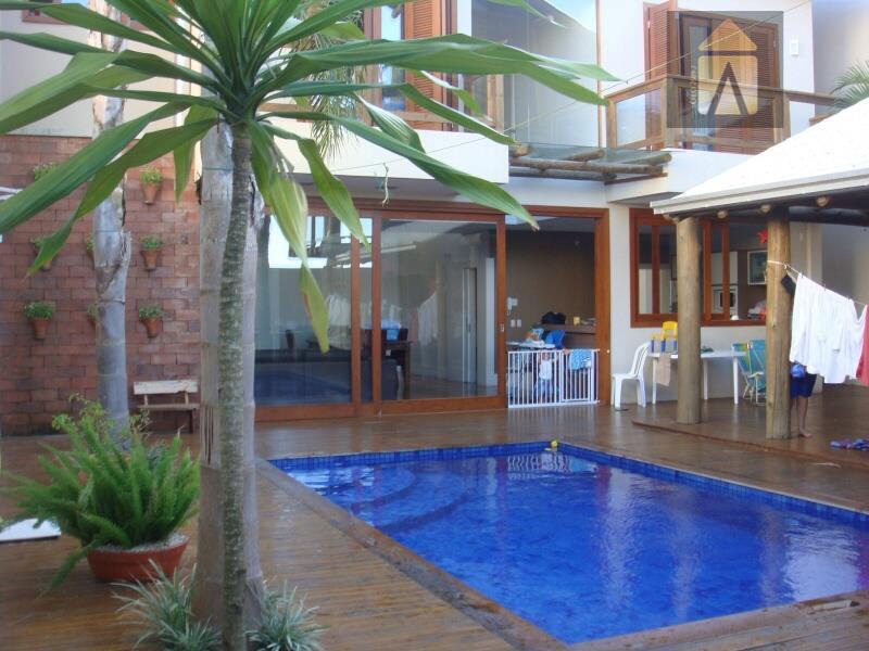 Casa residencial à venda, Praia dos Amores, Balneário Camboriú - CA0291.
