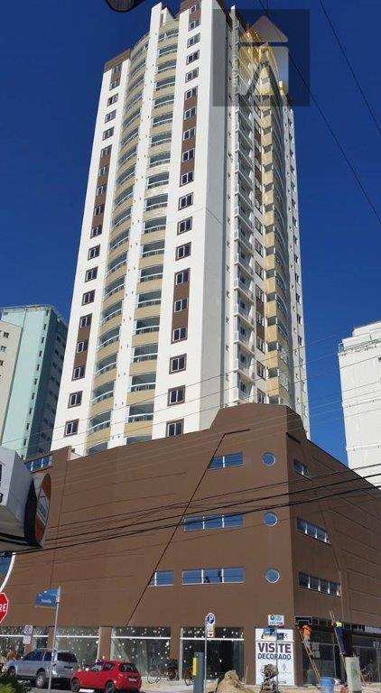 Apartamento residencial à venda, Centro, Itajaí - AP0830.