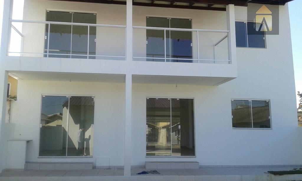 01 suíte, 02 dormitórios,lavabo, sala,copa, banheiro social, cozinha, área de serviço, garagem para 03 carros coberta....