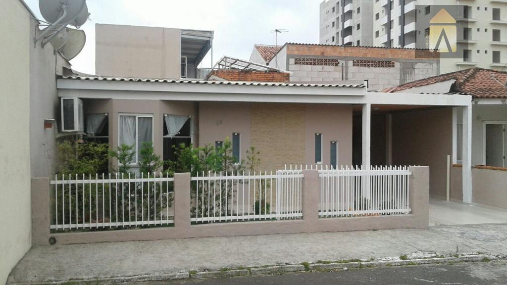 excelente casa em camboriú!!! ótima localização em condomínio fechado, 03 dormitórios, 02 salas, 05 vagas de...