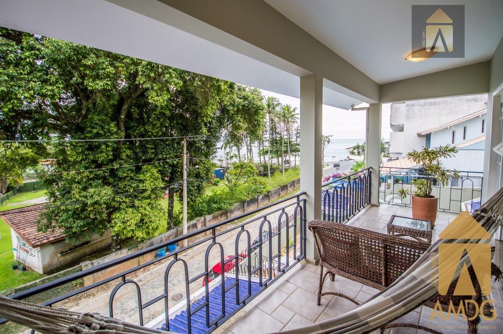 ótima residência em praia de cabeçudas.localização excelenteaceita proposta.