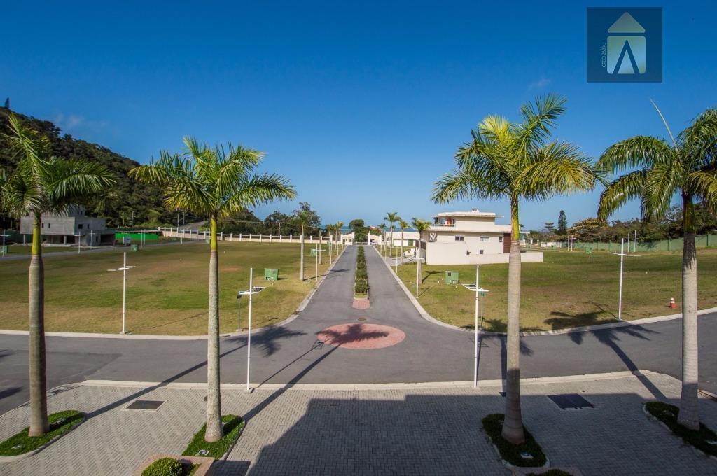 terreno c/ 515 metros de área privativa e 1.000 metros de área total, em condomínio fechado...