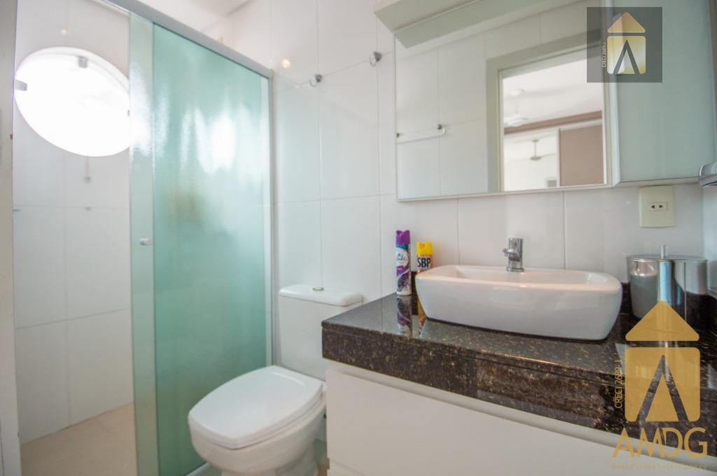 apartamento mobiliado, equipado e decorado, muito bem localizado no bairro fazenda a poucos metros da avenida...