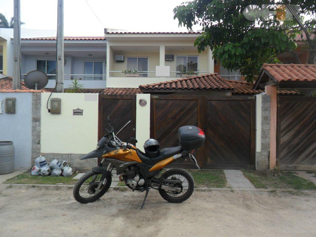 Casa duplex de 3 quartos com suíte perto do comércio e condução em Itaipu - Niterói.
