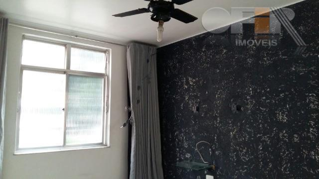 Ótimo apartamento de 2 quartos, dependência e vaga de garagem no Fonseca!