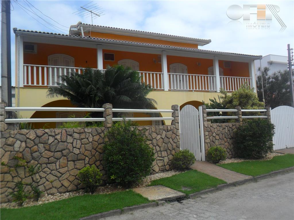 Excelente casa com 5 quartos em rua fechada próximo a todo o comercio em Itaipu