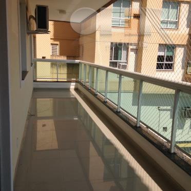 Apartamento todo montado de 4 quartos com 2 vagas em Itaipu - Niterói.