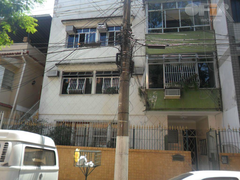 Ótimo apartamento de 2 quartos em rua sem saída no centro de Niterói apenas um lance de escada