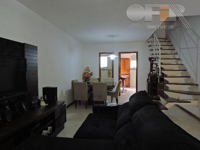 Casa triplex de 3 quartos em mini condomínio em Maria Paula - Niterói.