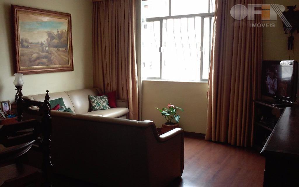 Imobiliária vende apartamento em Icaraí,  na Rua Gavião Peixoto em andar alto