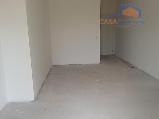 assobradado com excelente acabamento em piso porcelanato, sala de estar com deck de madeira, sala de...