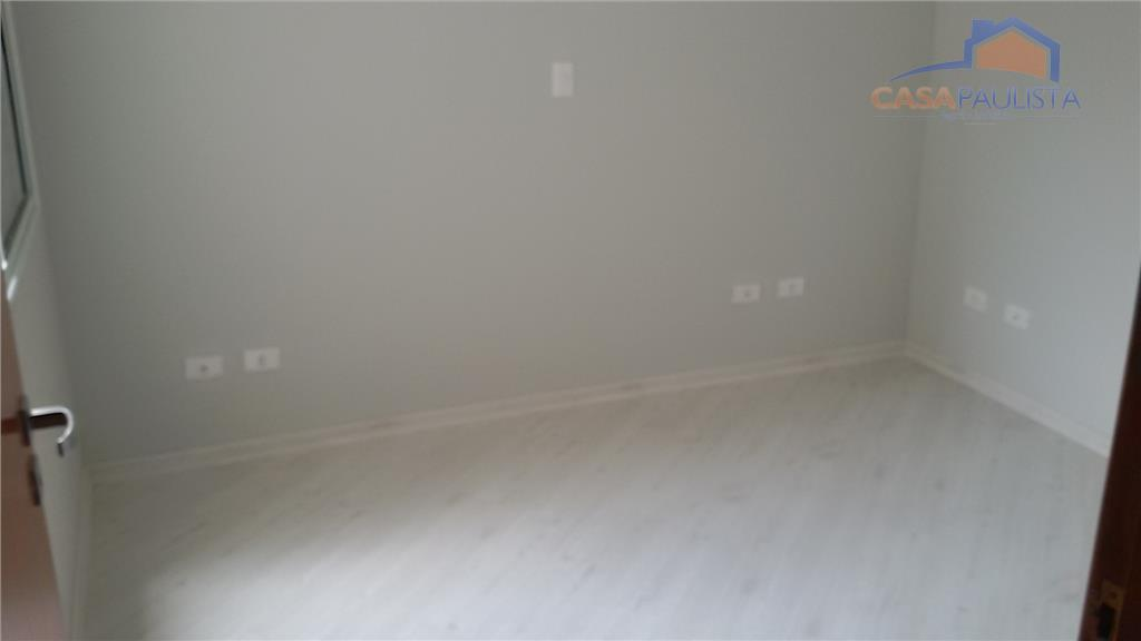 lindo sobrado geminado com sala de estar com porta pivotante, sala de jantar, lavabo, cozinha, 3...