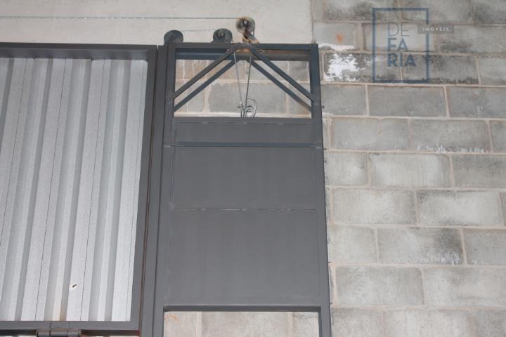 alugue; em condomínio industrial 10 salões industriais com portas basculantes para entrada de caminhões, caixa d...