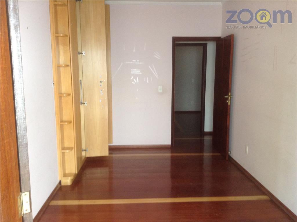 casa aconchegante com armários, em condomínio ao pé da serra do japi, com 300m² possuindo 3...