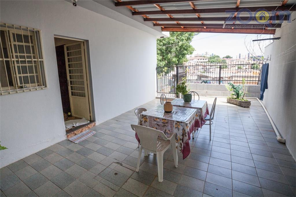 casa com excelente localização para moradia ou comércio com 3 dorm. (1 suite),salas de jantar e...