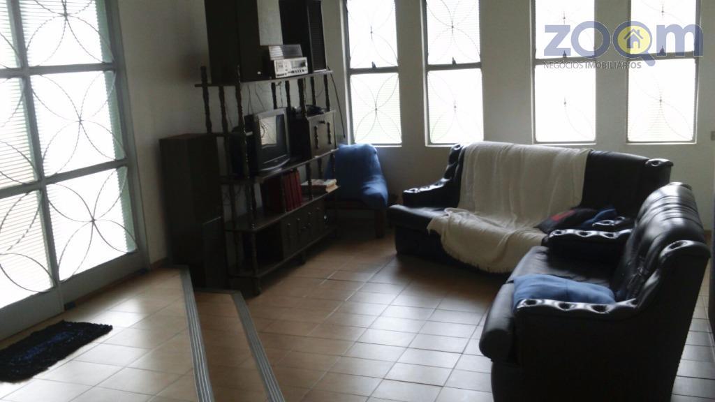 casa térrea com 3 dormitórios sendo 1 suíte, 1 wc social, copa e cozinha com armários,...