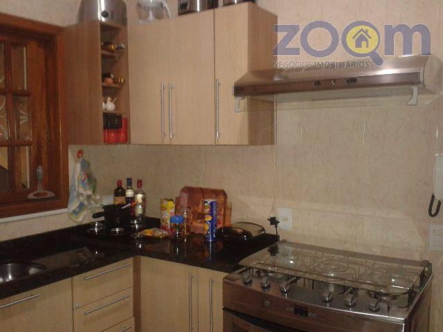 casa térrea com moveis planejados na cozinha e modulado no quarto do casal, gesso no teto...