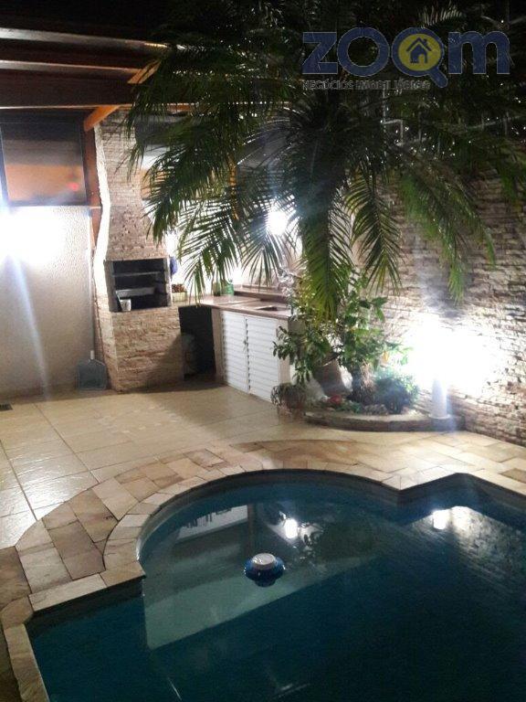 linda casa no condomínio canto da natureza, com at.126m² e ac.90m², todo reformado com 3 quartos,...