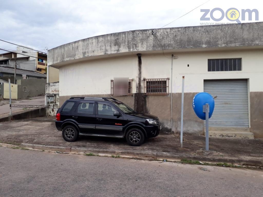 salão comercial com duas amplas salas, 01 wc social, localizado em terreno de esquina.metragem do terreno:...