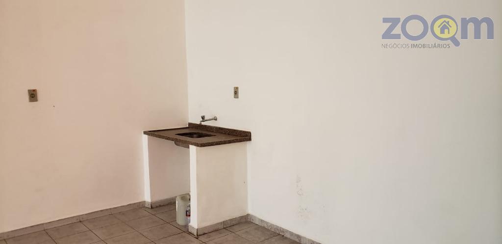 excelente salão comercial no centro da cidade com 3 banheiros e copa, salão todo climatizado com...
