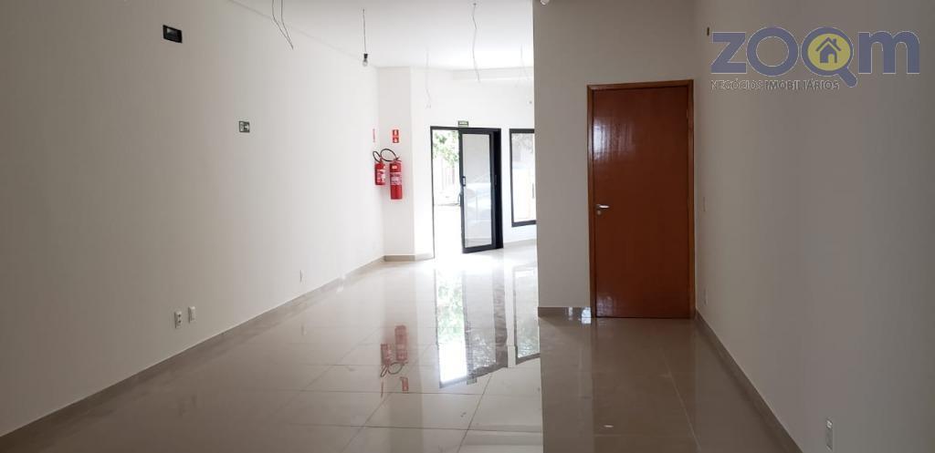 sala comercial no centro da cidade com salão principal, copa e 2 banheiros. 1 vaga de...