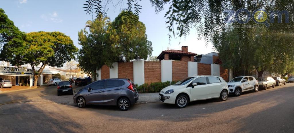 casa térrea com piscina, 4 suítes, 3 salas, amplo quintal. 640 m2 de área construída e...