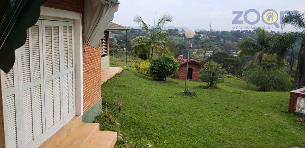 linda chácara com 6090 m2 de área total com 387 m2 de área construída, lazer completo....