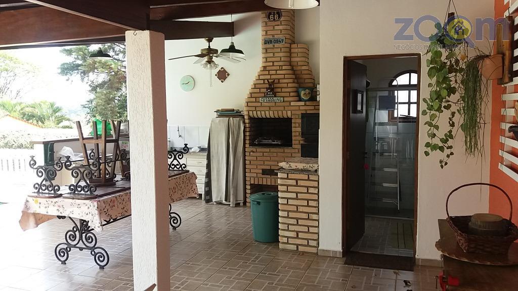 ². linda casa em condomínio fechado excelente, com segurança 24 hs. ambientes bem arejados e iluminados,...
