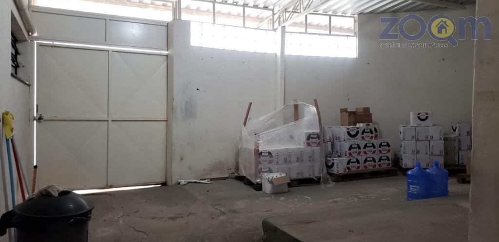 imóvel comercial localizado na ponte são joão. parte inferior: uma garagem fechada que pode ser usada...