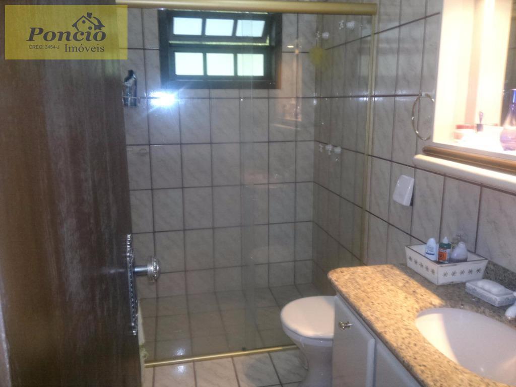ótima casa muito bem localizada em região nobre com amplos ambientes contendo 03 dormitórios sendo 01...