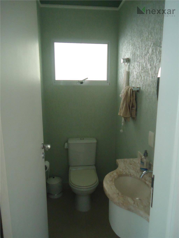 casa térrea bem localizada, com 3 dorms c/ armários, sendo 1 suíte c/ closet, living 2...