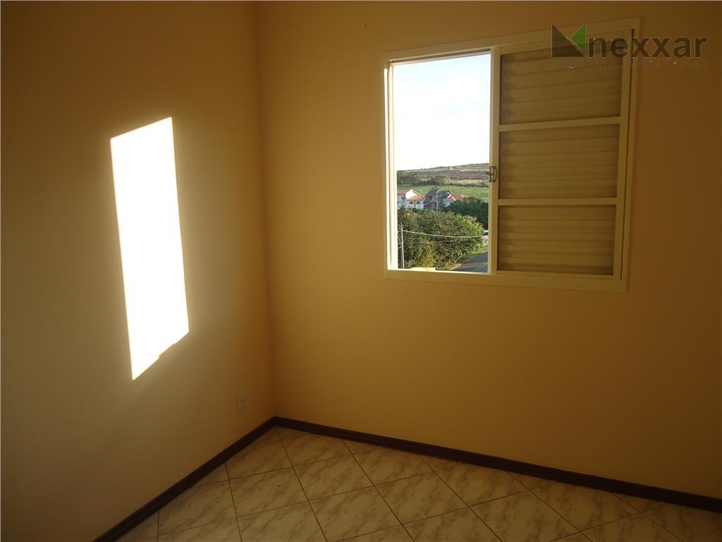 apartamento com 2 dorms, banheiro social, cozinha com gabinete na pia, 2 vagas de garagem.