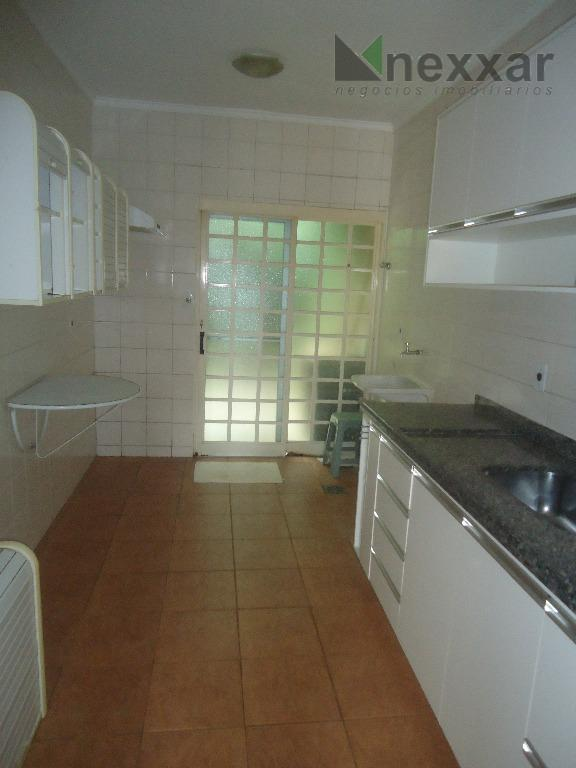 casa em condomínio fechado c/ 3 dorms, sendo 2 c/ armários (1 suíte), banheiro social, living...