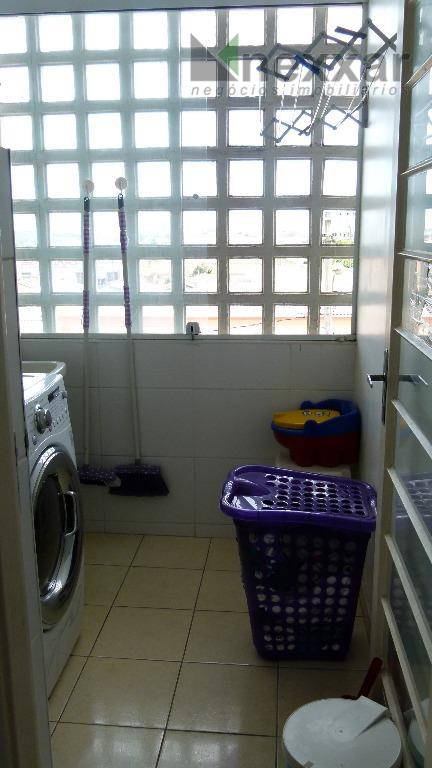 apartamento c/ 2 dorms c/ armários, banheiro social c/ gabinete, sala, cozinha c/ armários, 1 vaga...